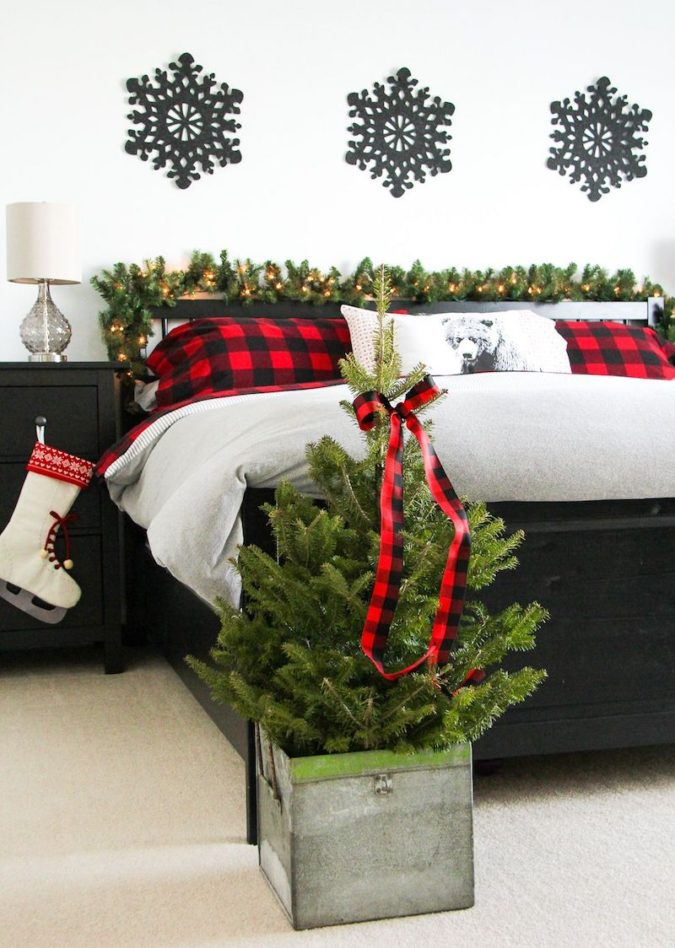 Red-and-White-Guest-Room-2-675x948 50+ Guest Room Christmas Decorations – Can You Make It Before Christmas Arriving?