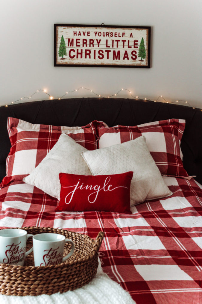 Red-and-White-Guest-Room-675x1012 50+ Guest Room Christmas Decorations – Can You Make It Before Christmas Arriving?