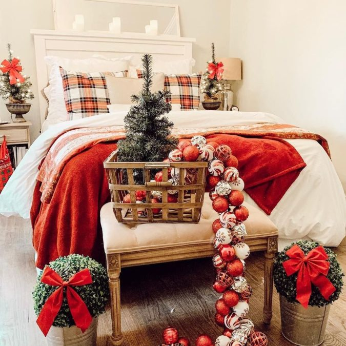 Red-and-White-Guest-Room...-1-675x675 50+ Guest Room Christmas Decorations – Can You Make It Before Christmas Arriving?