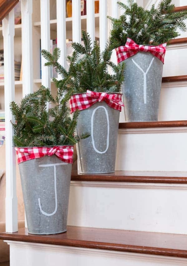 Rustic-Country.-1 70+ Impressive Christmas Decorations to Do Yourself in 2021