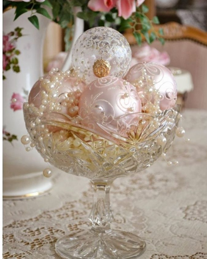 Shiny-Ornaments.-4-675x843 60+ Creative Ways to Decorate Your Home for This Christmas