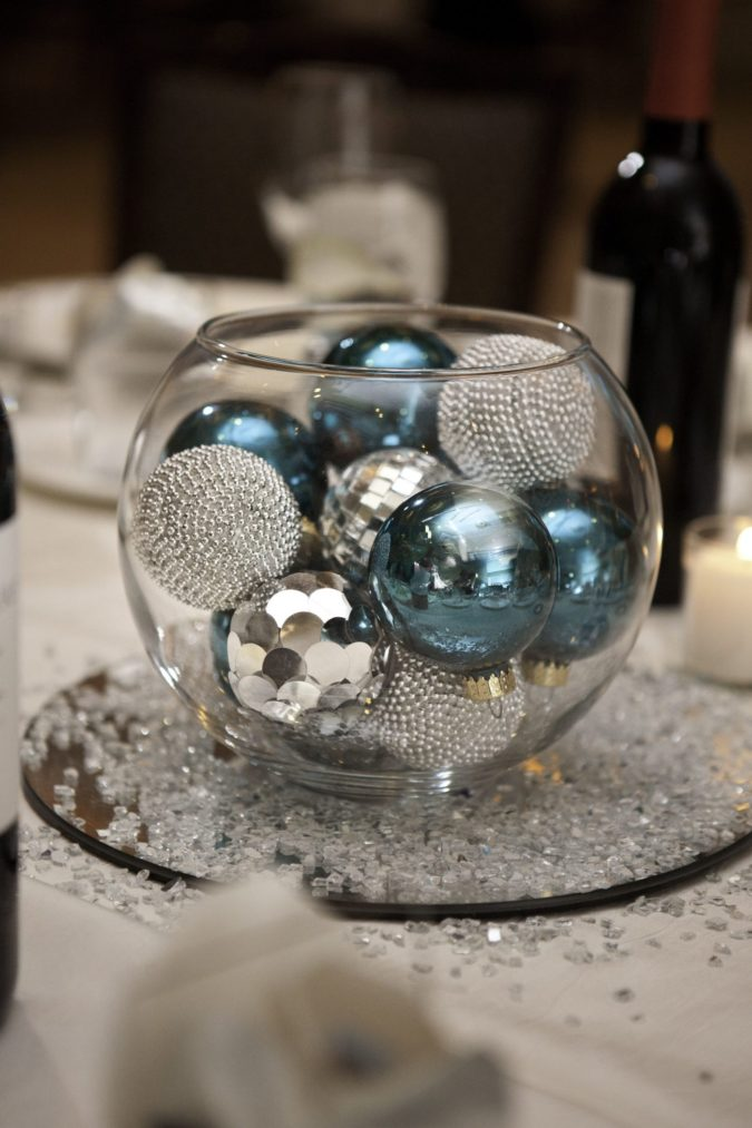 Shiny-Ornaments.-675x1013 60+ Creative Ways to Decorate Your Home for This Christmas
