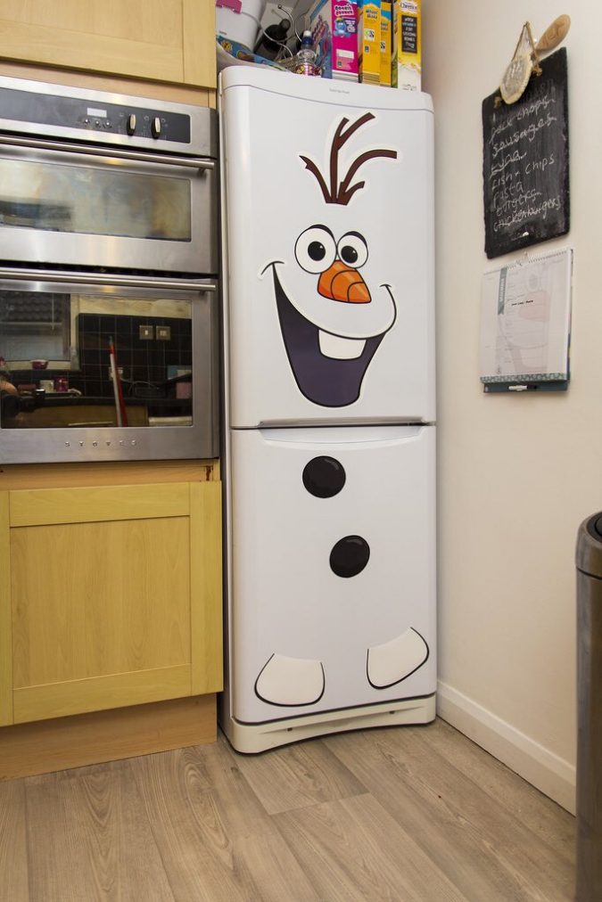 Snowman-Refrigerator-2-675x1012 70+ Brilliant Ideas for This Year Christmas Decoration