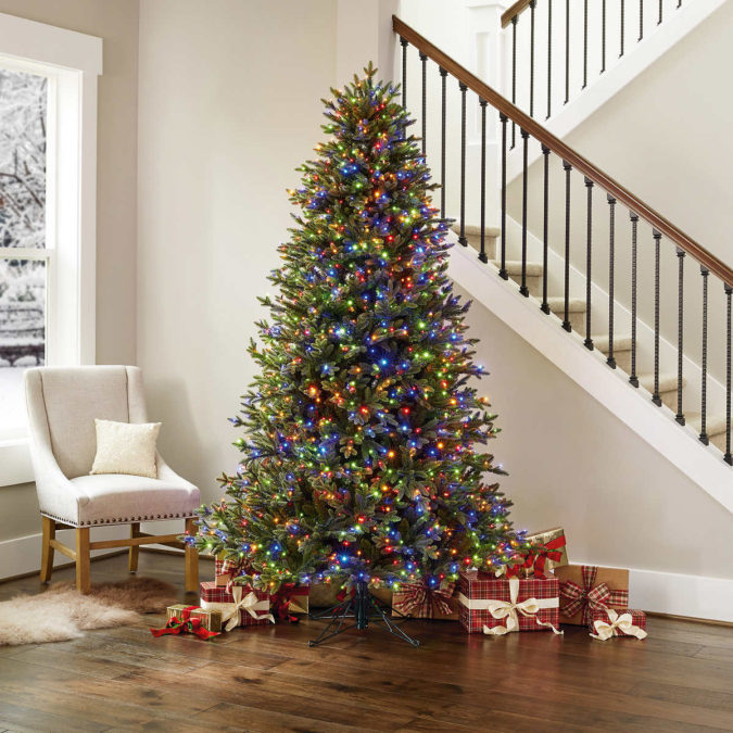 The-Christmas-tree-lights.-675x675 Master Christmas Tree Decoration by Simple Tips and 50+ Ideas