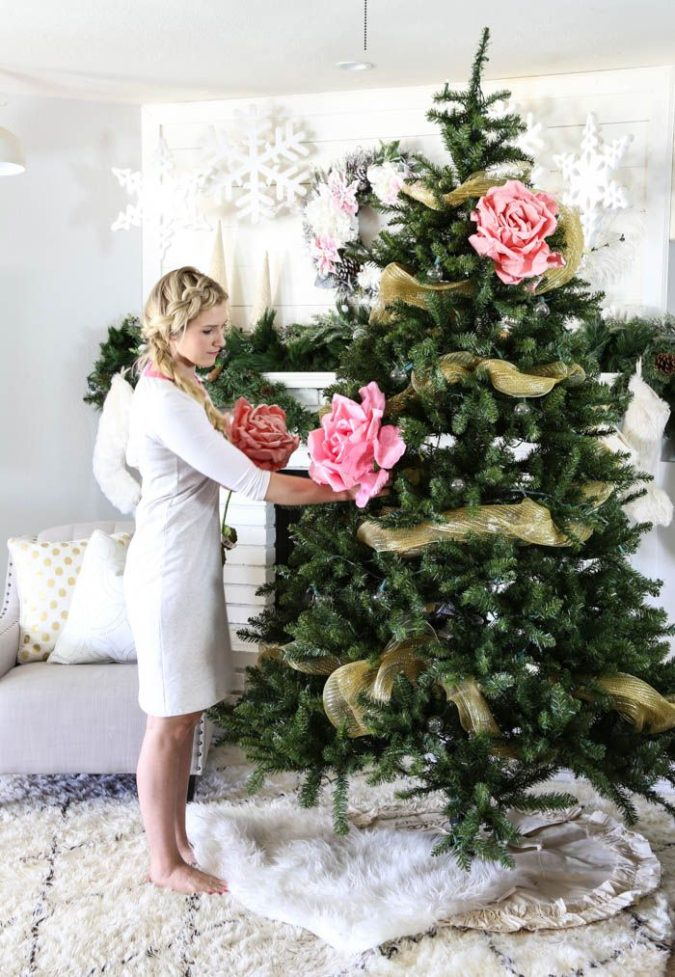 The-Christmas-tree.-2-675x977 Master Christmas Tree Decoration by Simple Tips and 50+ Ideas