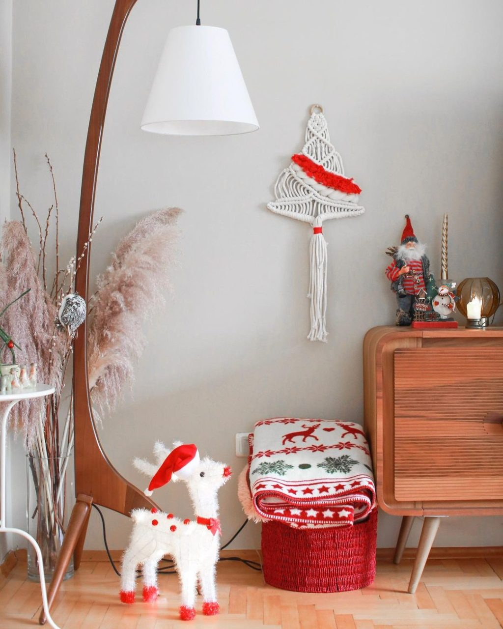 christmas-decor-idea.-2-1024x1280 How to Bring Joy to Your Home at This Christmas Season