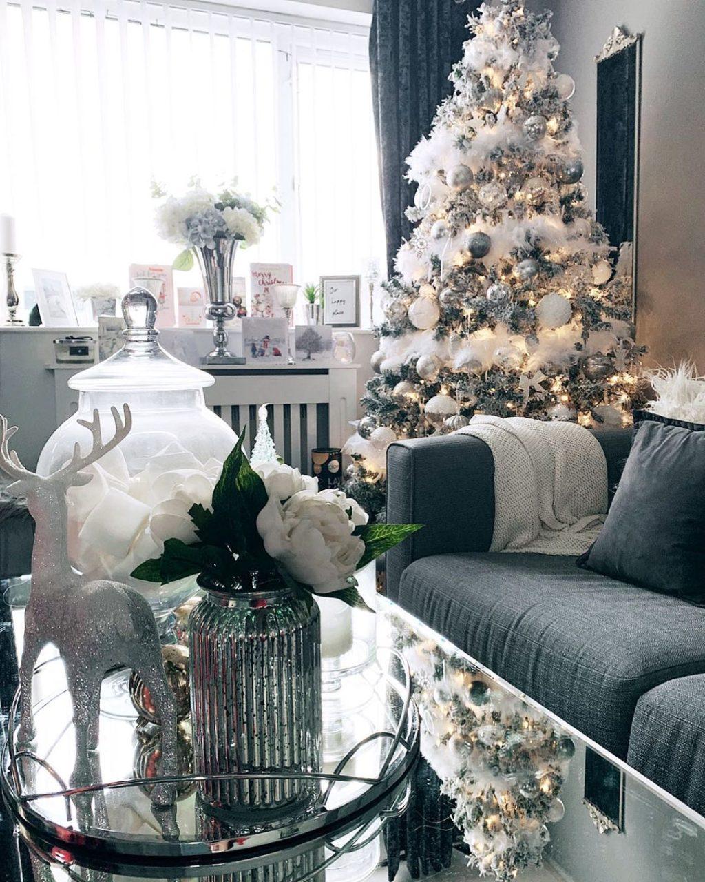 christmas-decor...-1024x1280 How to Bring Joy to Your Home at This Christmas Season