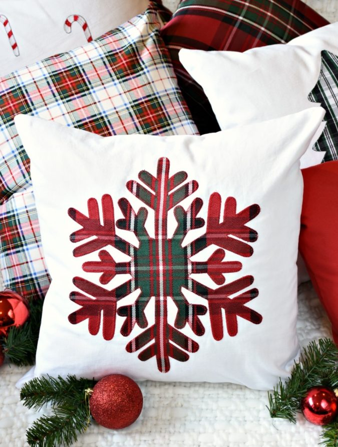 christmas-pillows-2-675x892 70+ Brilliant Ideas for This Year Christmas Decoration