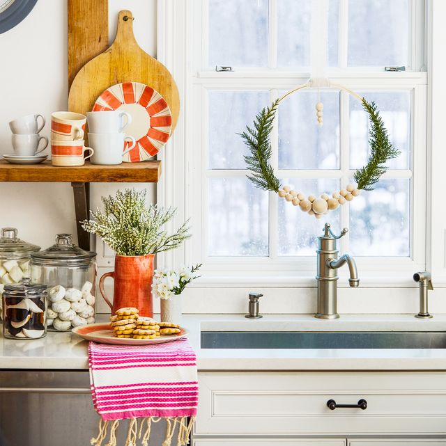 christmas-window-decoration 70+ Impressive Christmas Decorations to Do Yourself in 2021