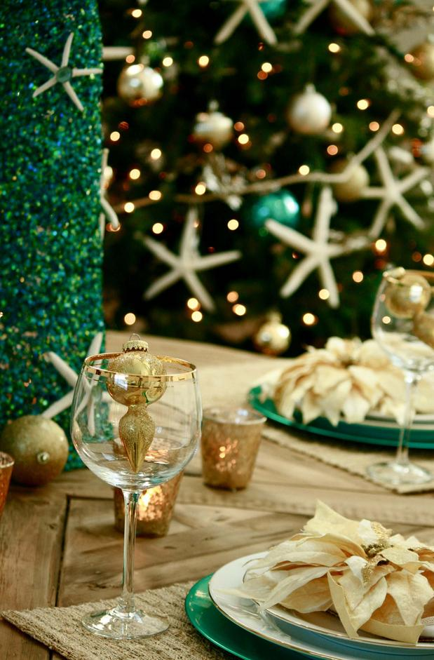 coastal-decoration..-6 Give Your Home a New Festive Christmas with +90 Themes & Ideas