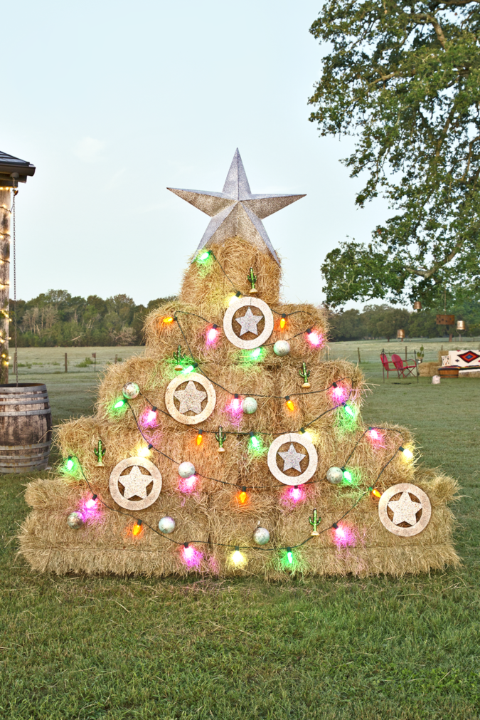 countryside-decorations-675x1011 60+Untraditional Christmas Decorations to Transform Your Home Look This Year