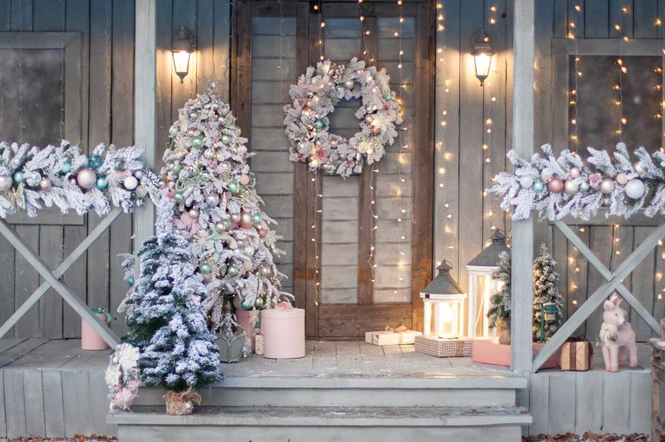 door-Christmas-Decoaration..-1 Let Your Outdoor Area Twinkle by This Year Christmas Lights Decorations