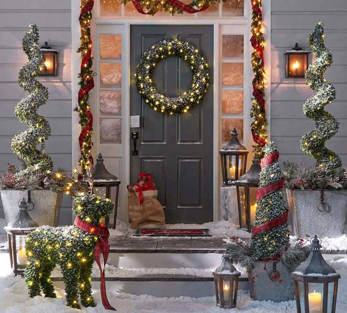 door-Christmas-Decoaration.. Let Your Outdoor Area Twinkle by This Year Christmas Lights Decorations