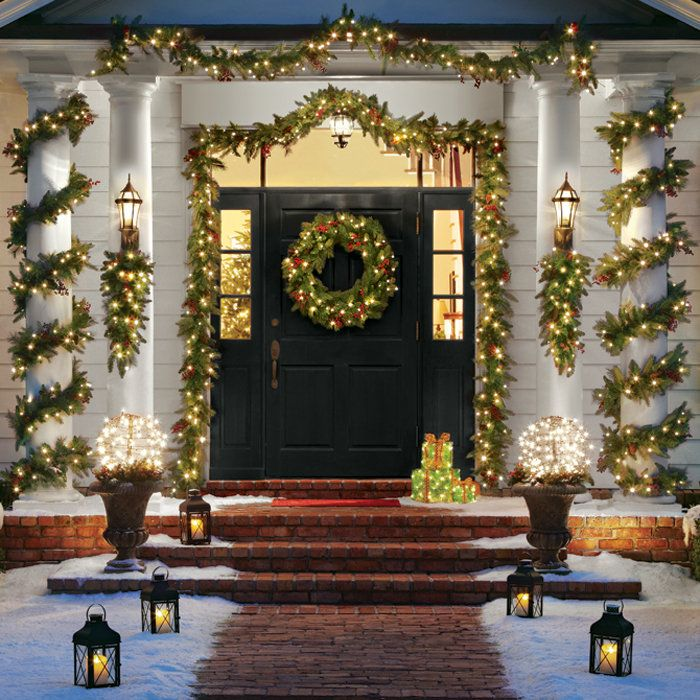 door-Christmas-Decoaration. Let Your Outdoor Area Twinkle by This Year Christmas Lights Decorations