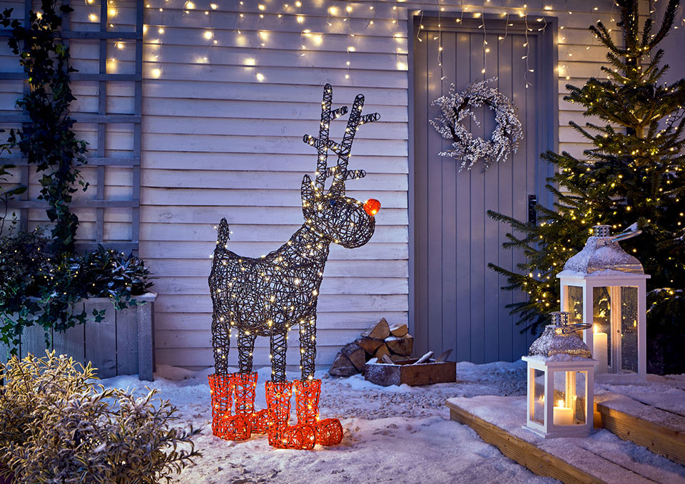 door-Christmas-Decoarations Let Your Outdoor Area Twinkle by This Year Christmas Lights Decorations