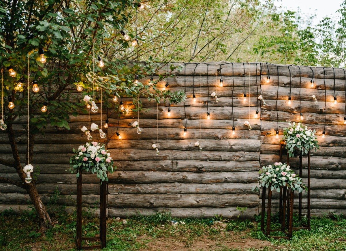 fence-lighting.. 70+ Impressive Christmas Decorations to Do Yourself in 2021