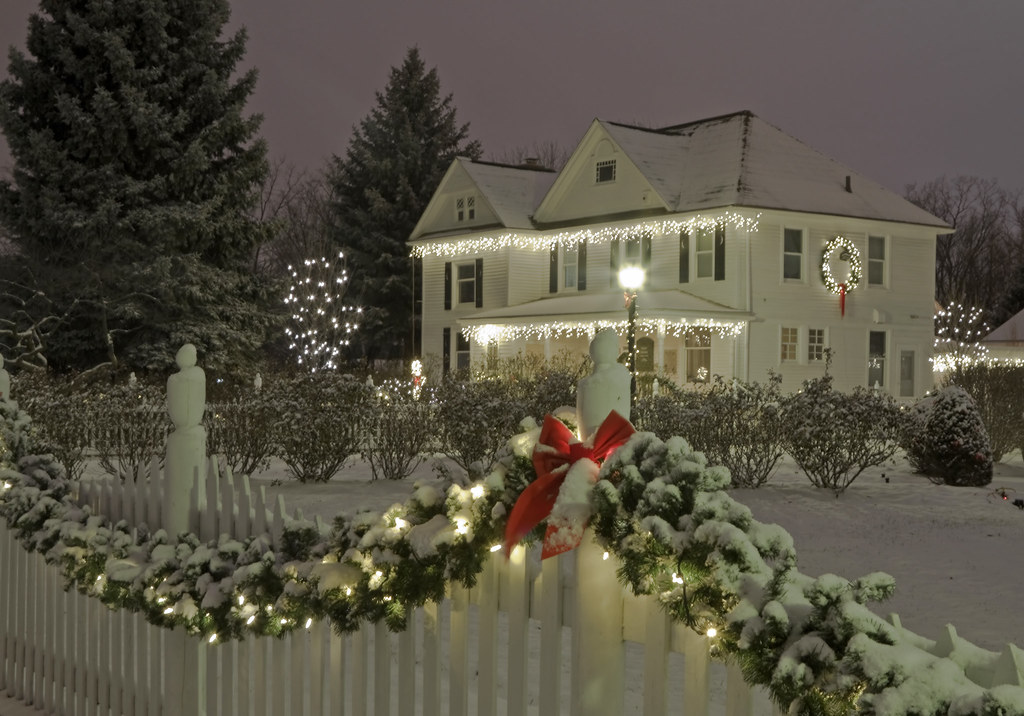 fence-lighting. 70+ Impressive Christmas Decorations to Do Yourself in 2021