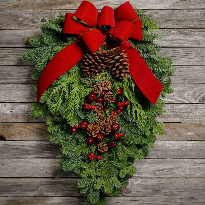 fresh-wreath-1-675x675 60+ Creative Ways to Decorate Your Home for This Christmas