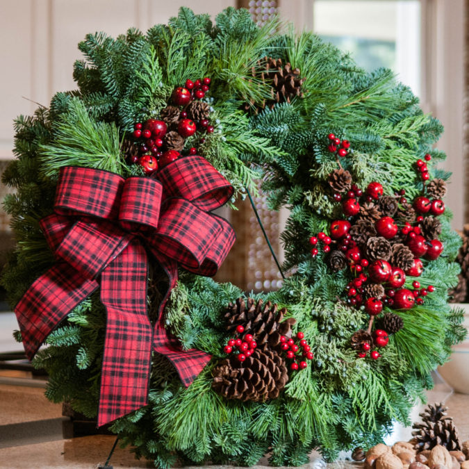 fresh-wreath-2-675x675 60+ Creative Ways to Decorate Your Home for This Christmas