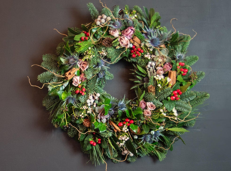 fresh-wreath.-3 60+ Creative Ways to Decorate Your Home for This Christmas