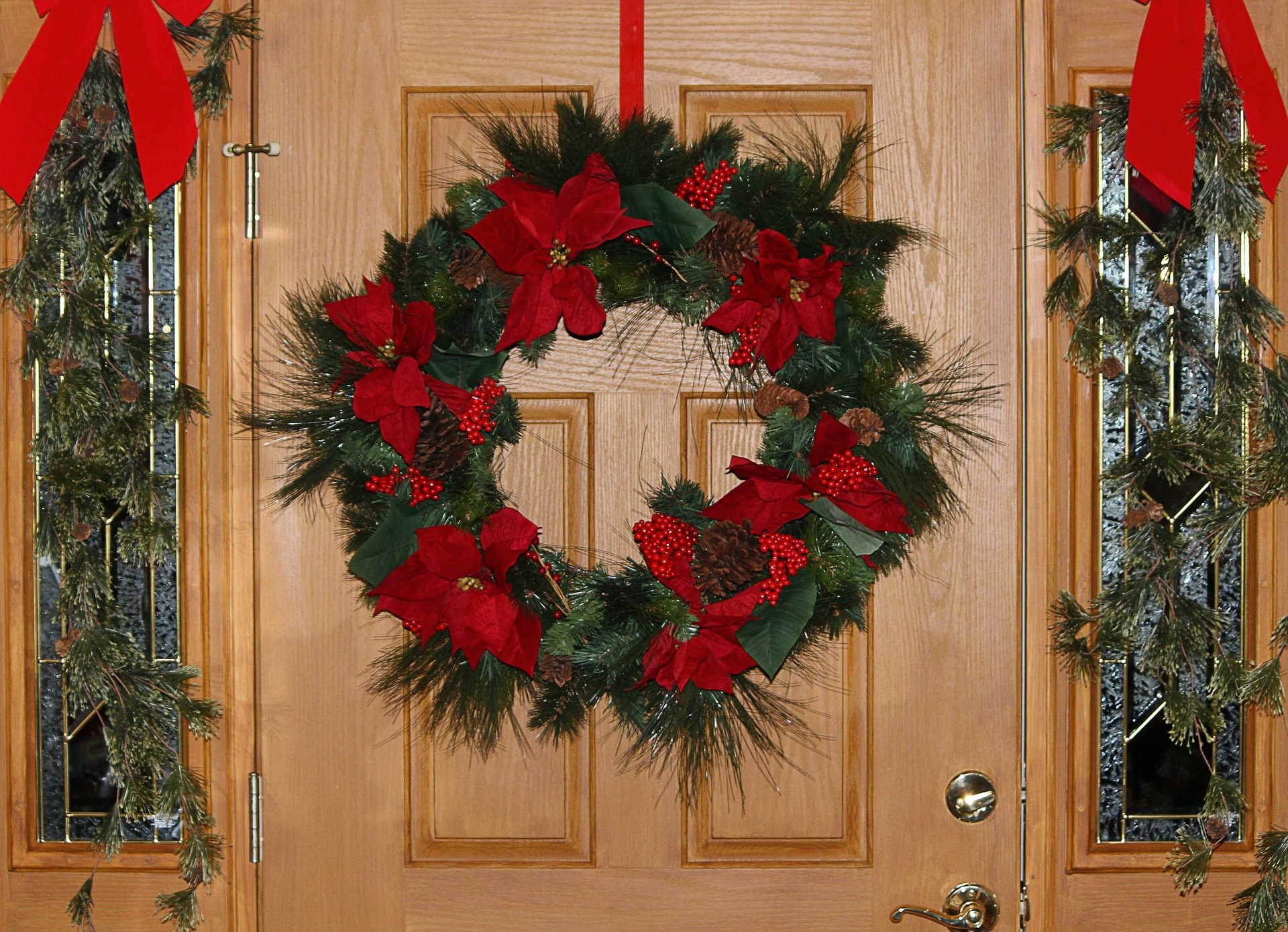 fresh-wreath.-4 60+ Creative Ways to Decorate Your Home for This Christmas