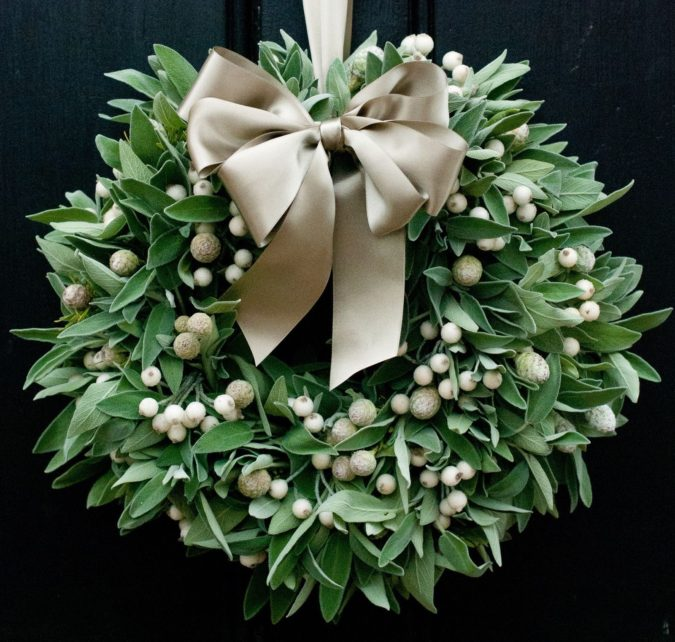 fresh-wreath..-1-675x642 60+ Creative Ways to Decorate Your Home for This Christmas