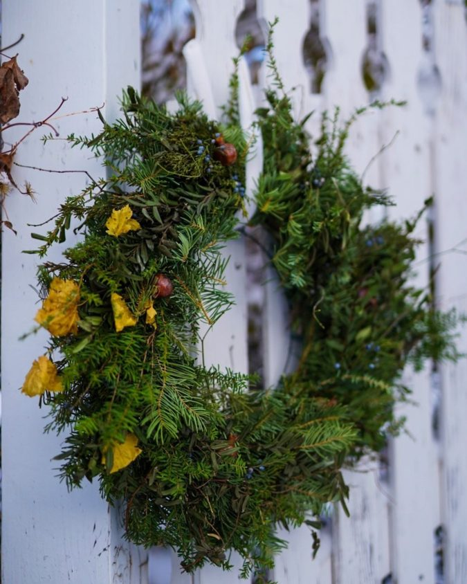 fresh-wreath..-2-675x844 60+ Creative Ways to Decorate Your Home for This Christmas
