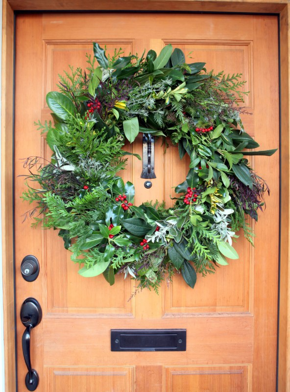 fresh-wreath 60+ Creative Ways to Decorate Your Home for This Christmas