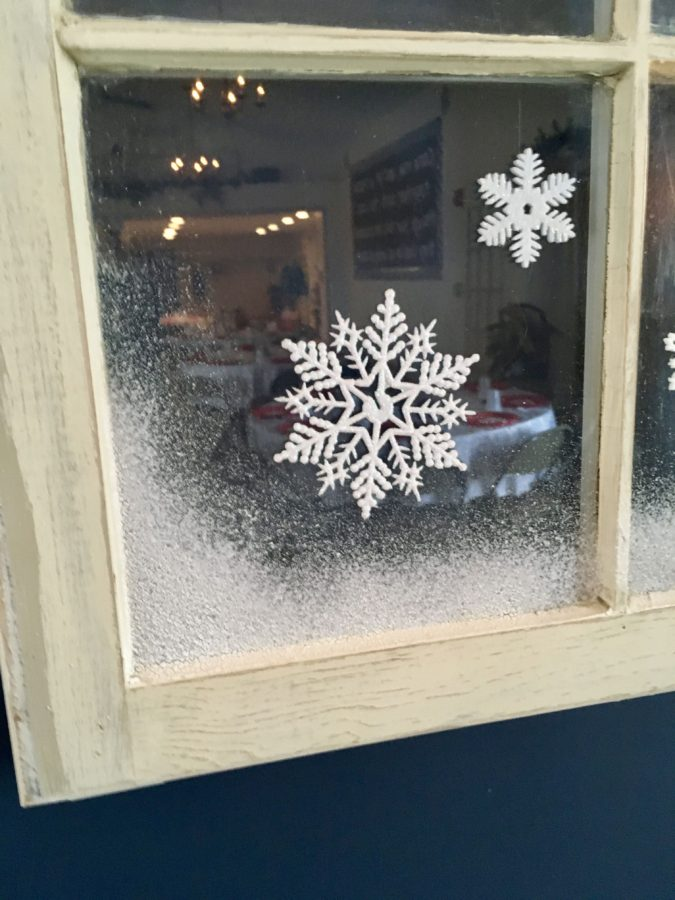 frosty-fake-snow-1-675x900 60+ Creative Ways to Decorate Your Home for This Christmas