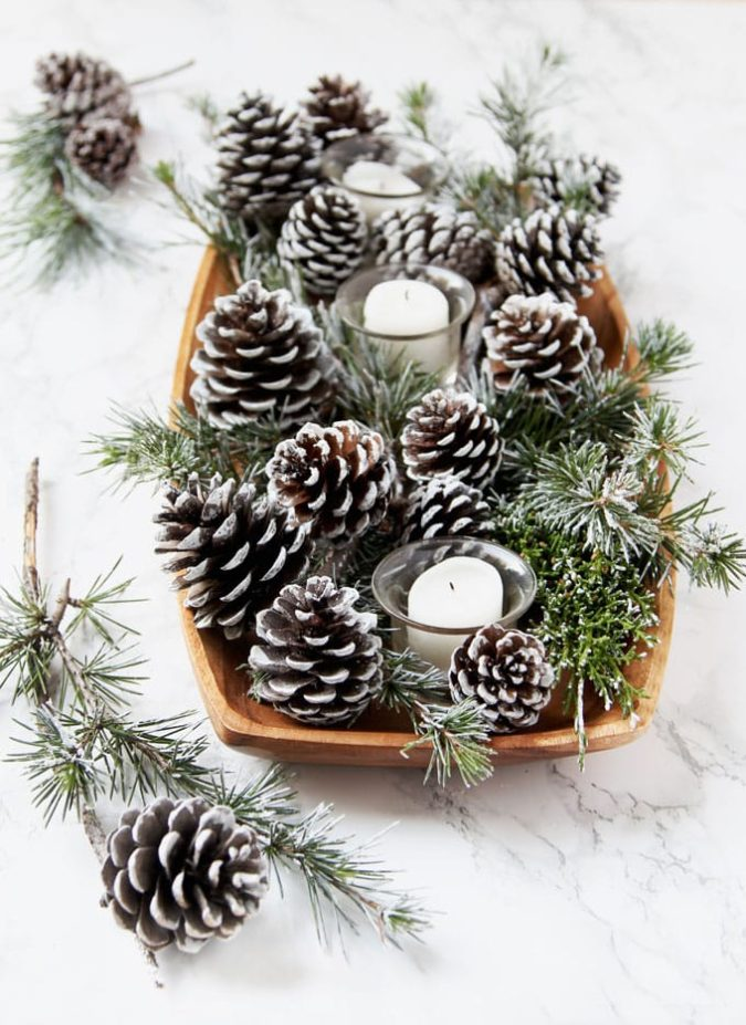 frosty-fake-snow-2-675x927 60+ Creative Ways to Decorate Your Home for This Christmas