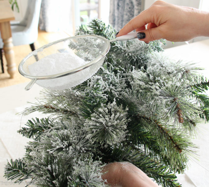 frosty-fake-snow-3-675x605 60+ Creative Ways to Decorate Your Home for This Christmas