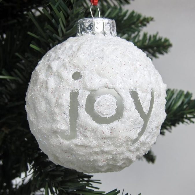 frosty-fake-snow.-3-675x675 60+ Creative Ways to Decorate Your Home for This Christmas