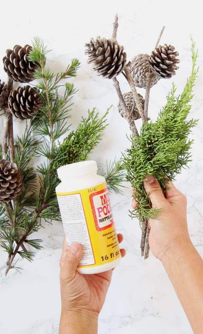frosty-fake-snow..-675x1109 60+ Creative Ways to Decorate Your Home for This Christmas