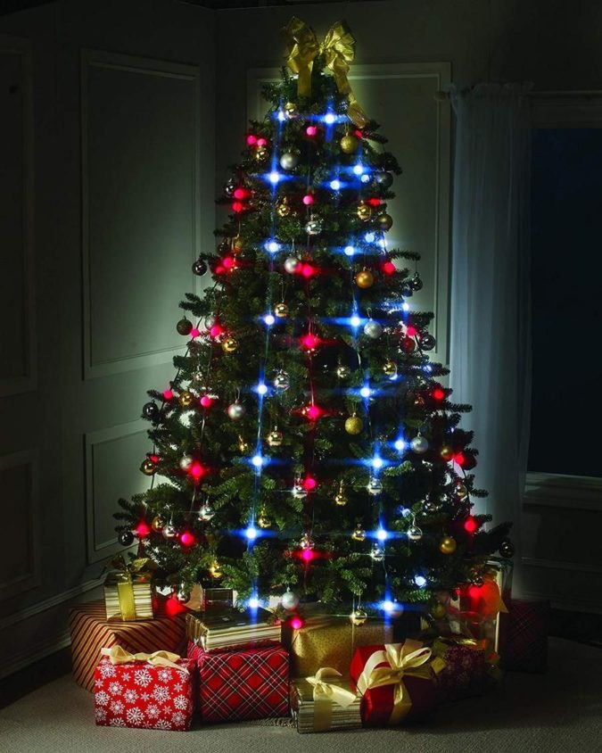 hang-charismas-lights-1-675x844 60+Untraditional Christmas Decorations to Transform Your Home Look This Year