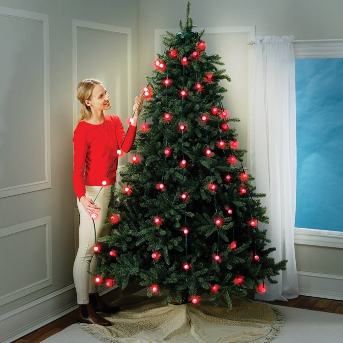 hang-christmas-lights-vertically-2-675x675 60+Untraditional Christmas Decorations to Transform Your Home Look This Year
