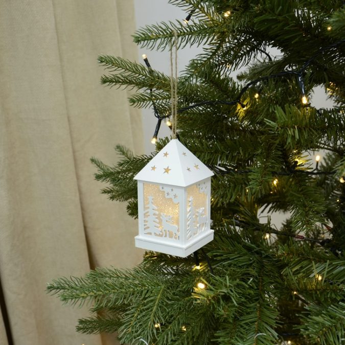lanterns.-1-675x675 70+ Brilliant Ideas for This Year Christmas Decoration