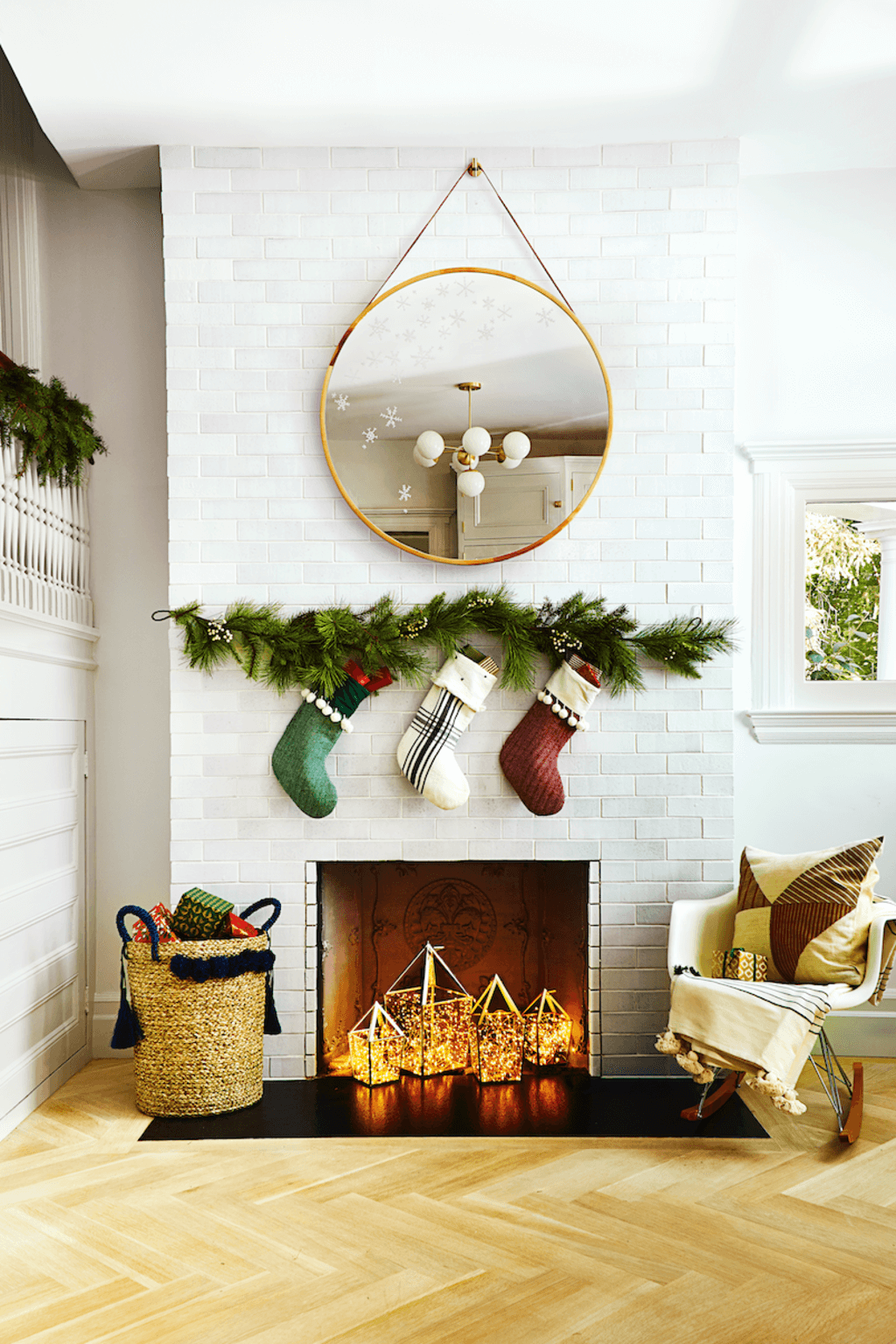 living-room-decorations 70+ Impressive Christmas Decorations to Do Yourself in 2021