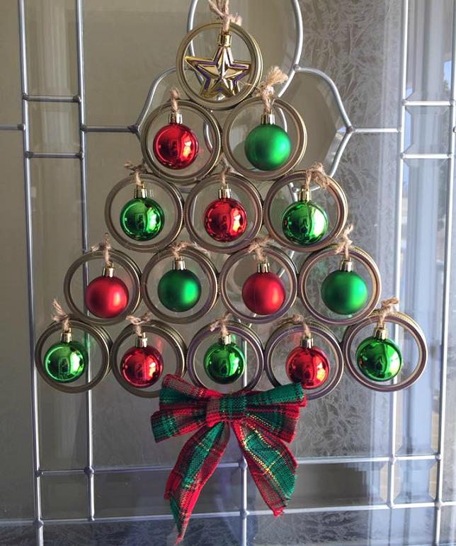 mason-jar-lid-christmas-tree-1 70+ Impressive Christmas Decorations to Do Yourself in 2021
