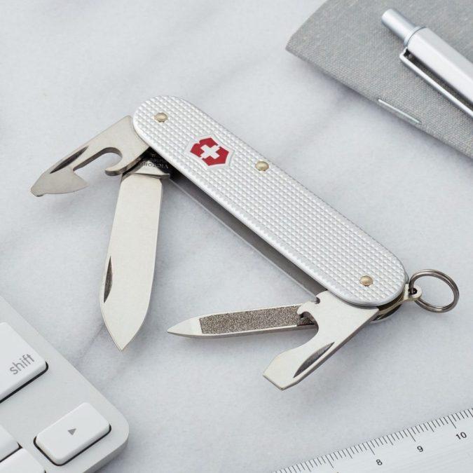 pocket-lnife-3-675x675 Top 10 Legal Reasons Men Carry a Traditional Pocket Knife