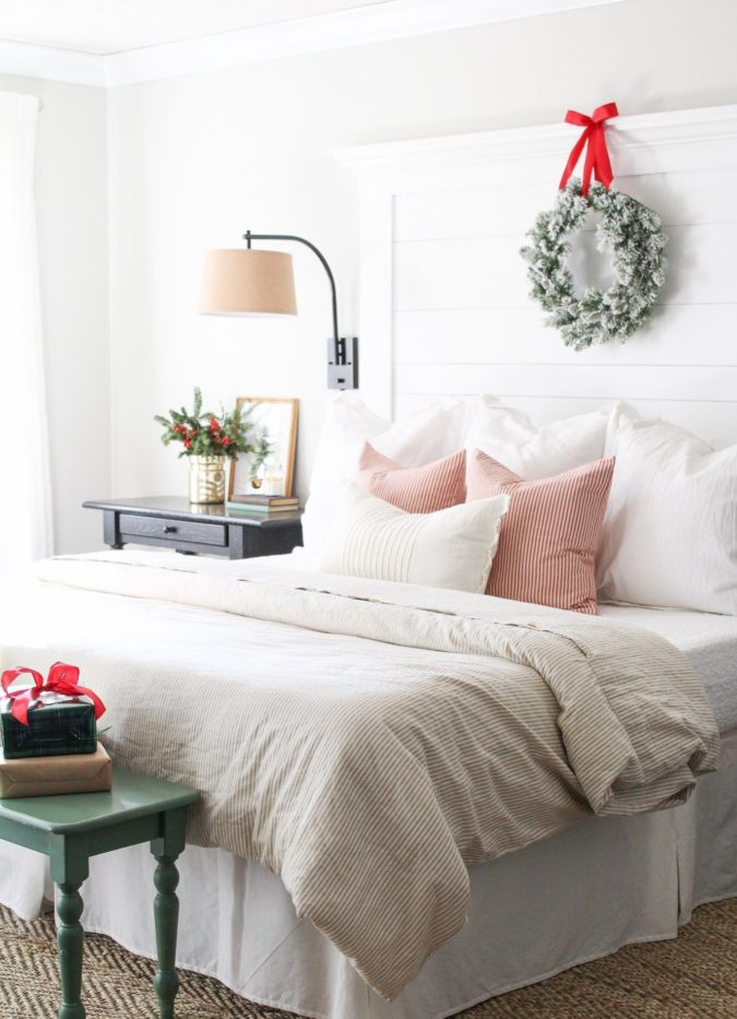 simple-Guest-Room-3-675x933 50+ Guest Room Christmas Decorations – Can You Make It Before Christmas Arriving?