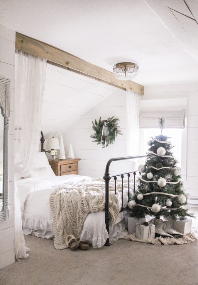 simple-Guest-Room.-4-675x973 50+ Guest Room Christmas Decorations – Can You Make It Before Christmas Arriving?