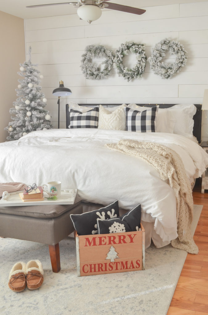 simple-Guest-Room.-6-675x1019 50+ Guest Room Christmas Decorations – Can You Make It Before Christmas Arriving?
