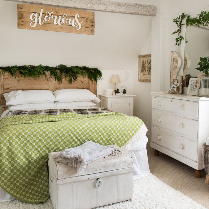 simple-Guest-Room..-1-675x675 50+ Guest Room Christmas Decorations – Can You Make It Before Christmas Arriving?