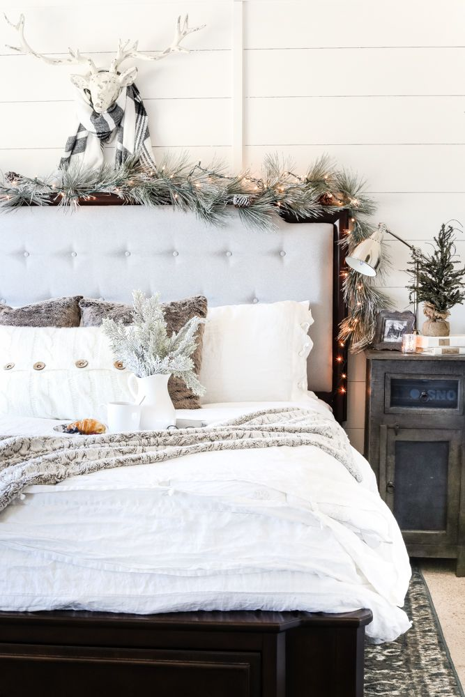 simple-Guest-Room..-4 50+ Guest Room Christmas Decorations – Can You Make It Before Christmas Arriving?