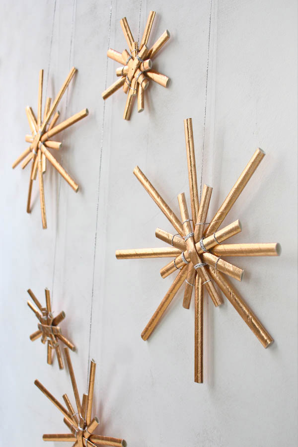 snow-looking-ornaments 70+ Impressive Christmas Decorations to Do Yourself in 2021