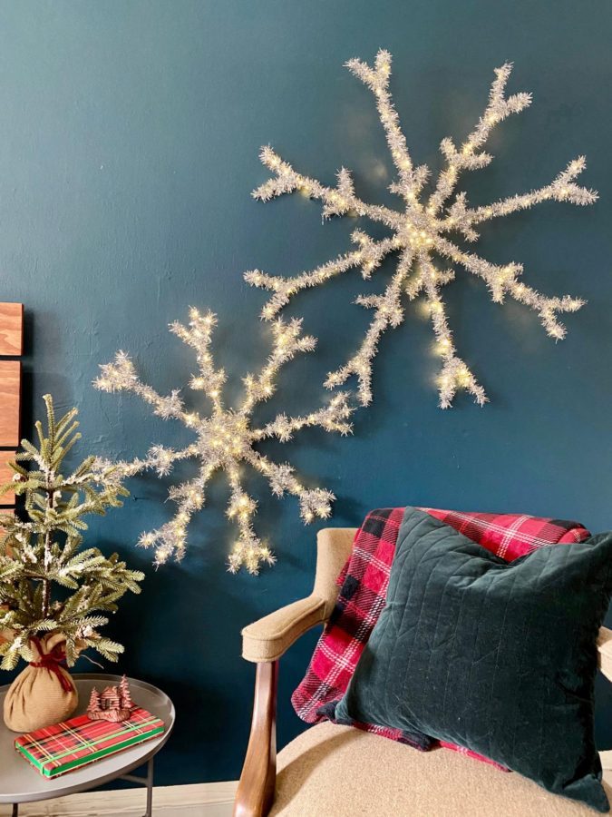 snowflakes-675x900 70+ Brilliant Ideas for This Year Christmas Decoration