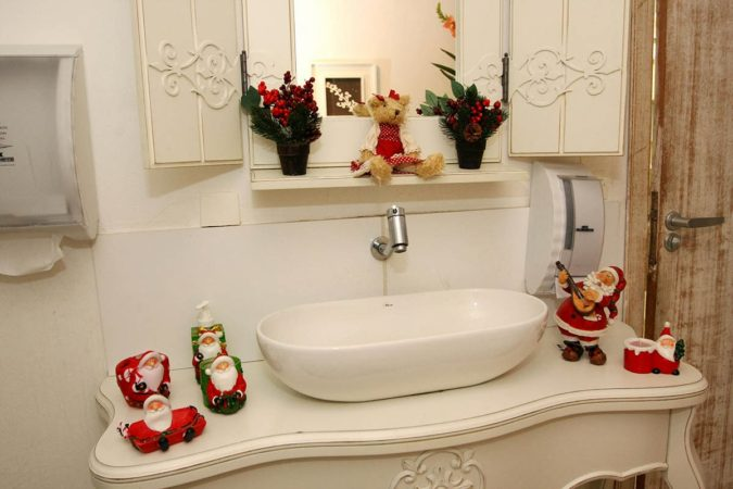 subtle-holiday-elements-675x450 70+ Brilliant Ideas for This Year Christmas Decoration