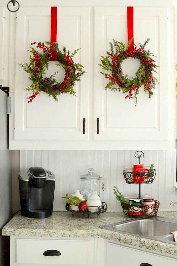 subtle-holiday-elements.-2 70+ Brilliant Ideas for This Year Christmas Decoration