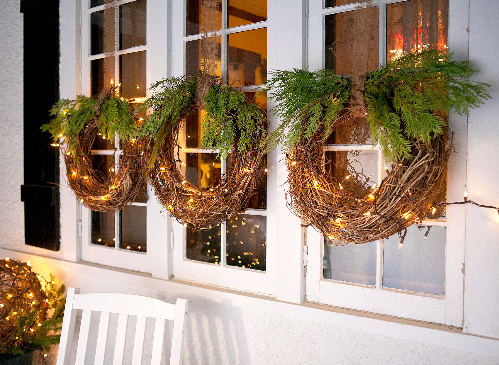 window-light-decoration-1 Let Your Outdoor Area Twinkle by This Year Christmas Lights Decorations