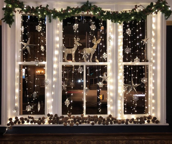 window-light-decoration-3 Let Your Outdoor Area Twinkle by This Year Christmas Lights Decorations
